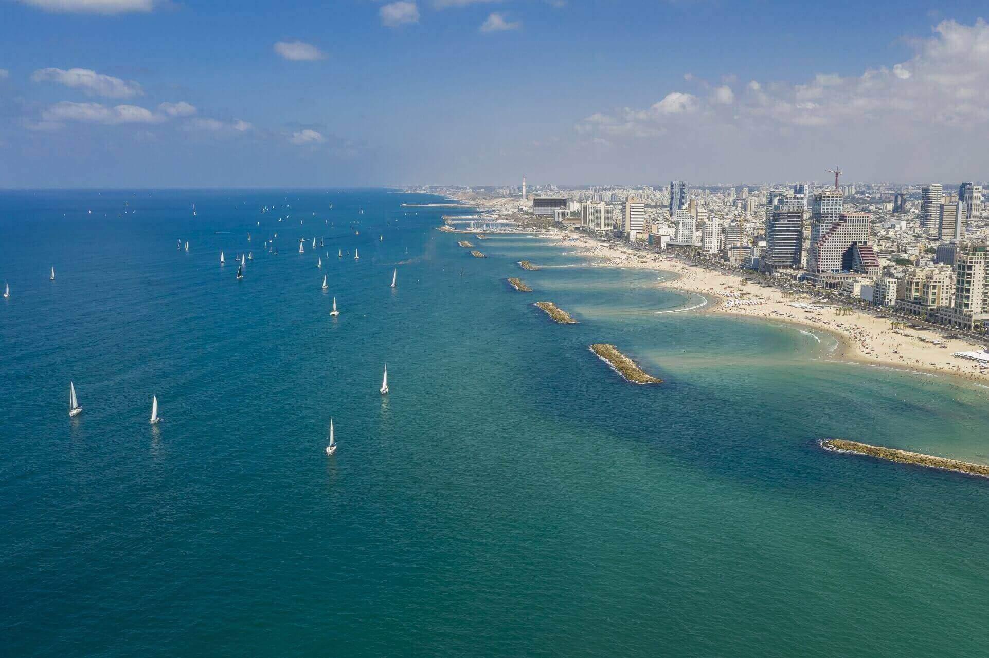 מבט מהאוויר על רצועת החוף